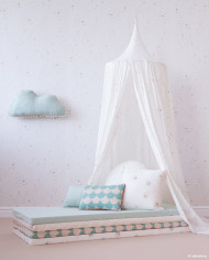 mood-nobodinoz-canopy-amour-gold-stella-white-wallpaper-aqua-cushions-marshmallow-cloud-matresses-5